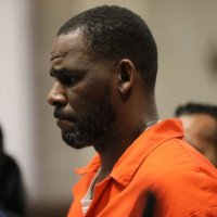 R Kelly had sexual contact with underage boy as well as girls, prosecutors say