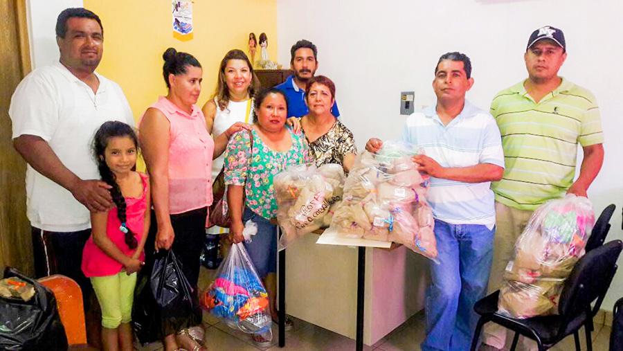 entrega-juguetes-dif-sierra-zihuatanejo