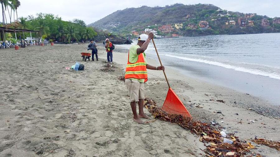 limpieza-playa-zihuatanejo
