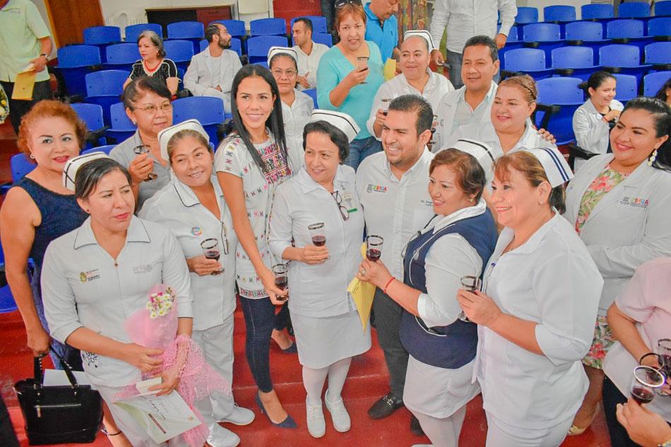 reconocimientos-hospital-zihuatanejo-trabajadores.jpg