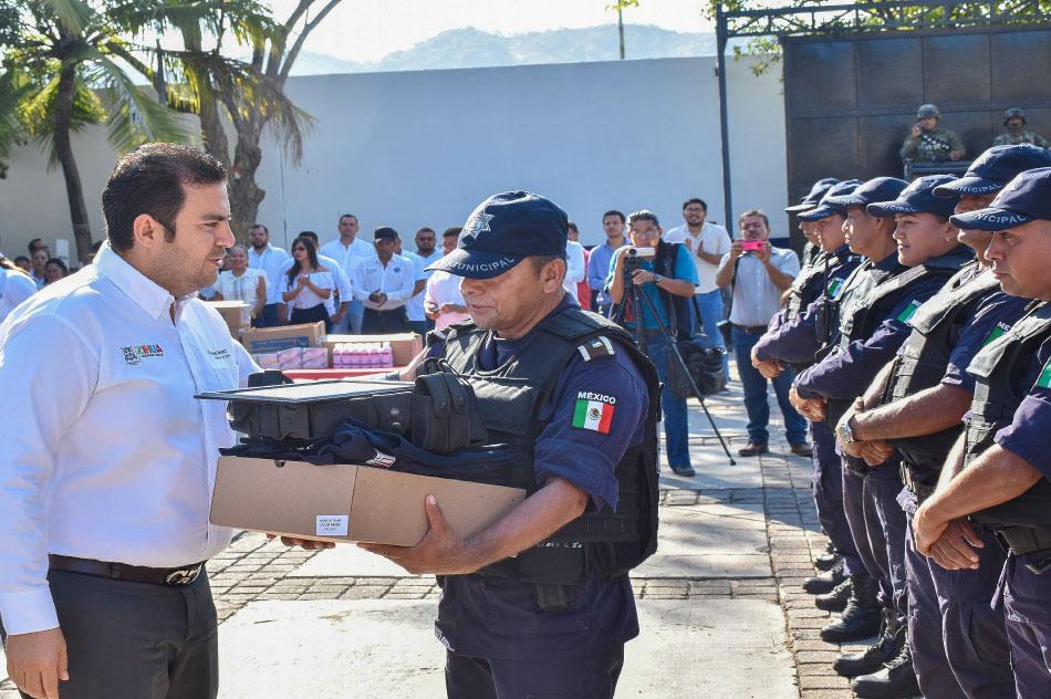ASECENSOS-Y-MEJORES-CONDICIONES-policias-zihuatanejo_--.jpg