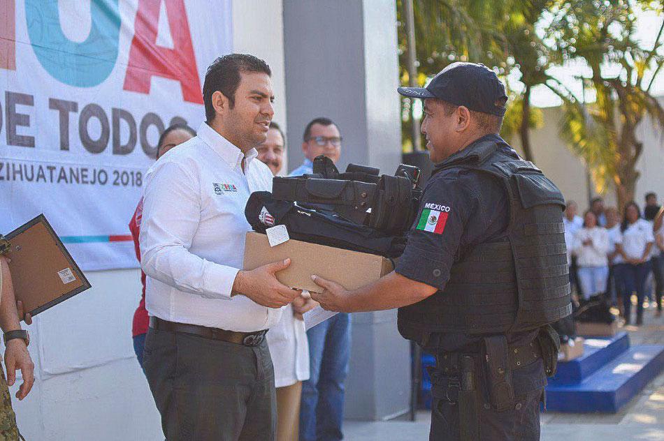 ASECENSOS-Y-MEJORES-CONDICIONES-policias-zihuatanejo__--.jpg