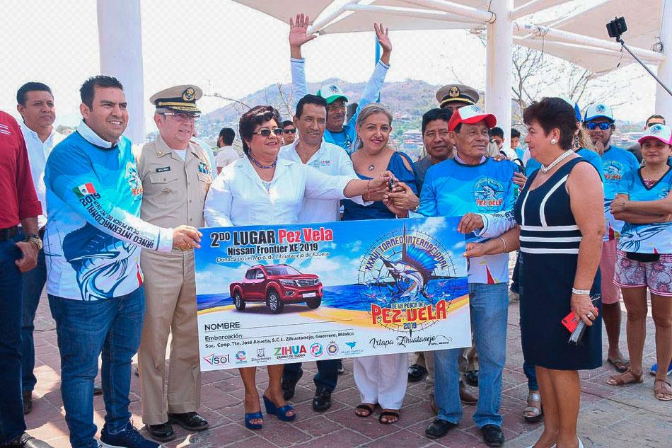 premios-torneo-pesca-pez-vela-calentona-zihuatanejo-.jpg