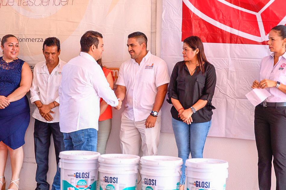 apoyos-escuelas-zihuatanejo-fundacion-merza-.jpg