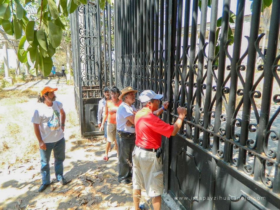 turistas-sin-acceso-partenon_.jpg