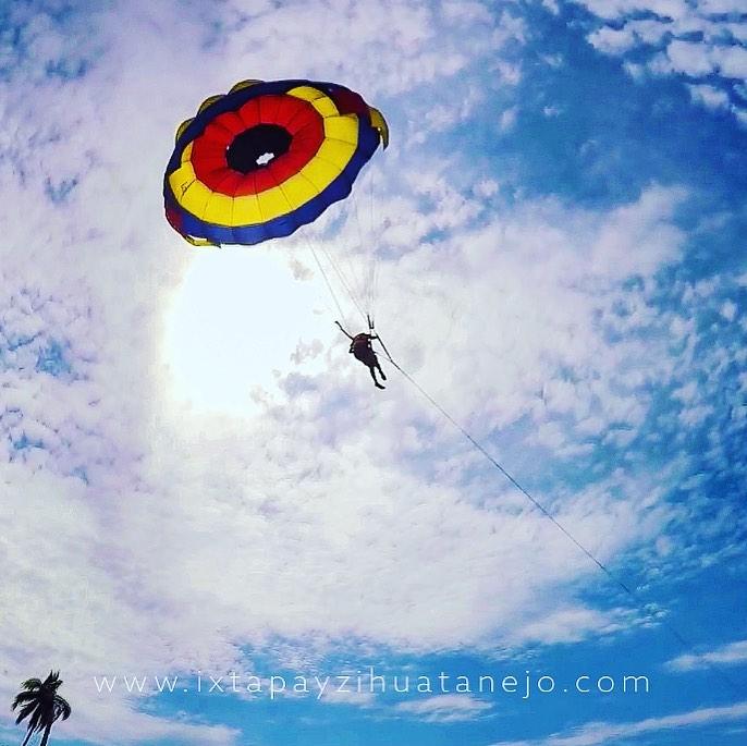 parachute_zihuatanejo.jpg
