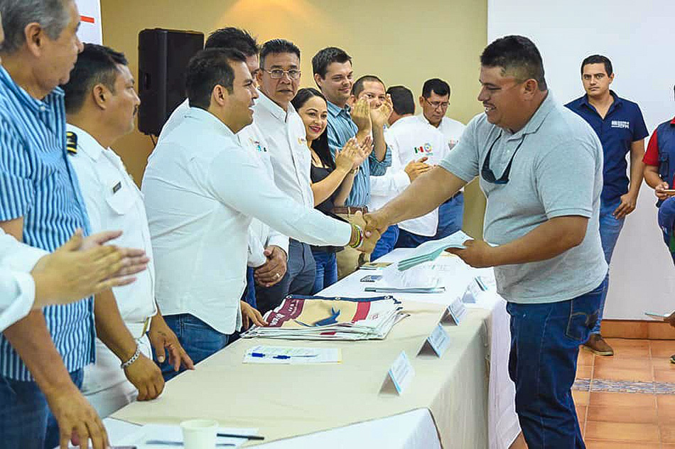 autorizacion-avistamientos-ballenas-oficial-ixtapa-zihuatanejo.jpg