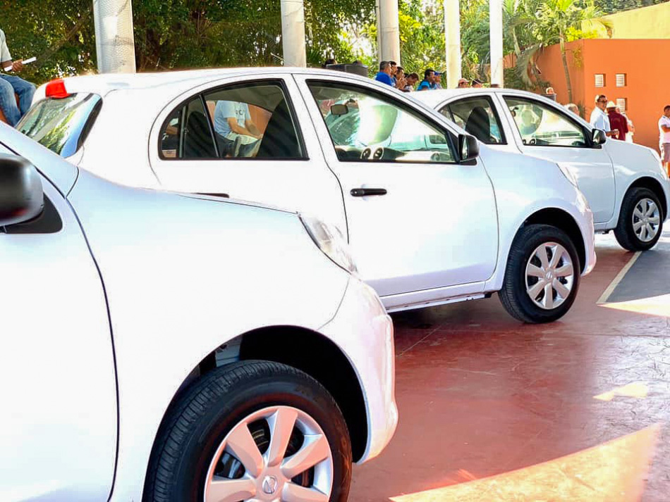 entrega-de-vahiculos-ayuntamiento-zihuatanejo.jpg