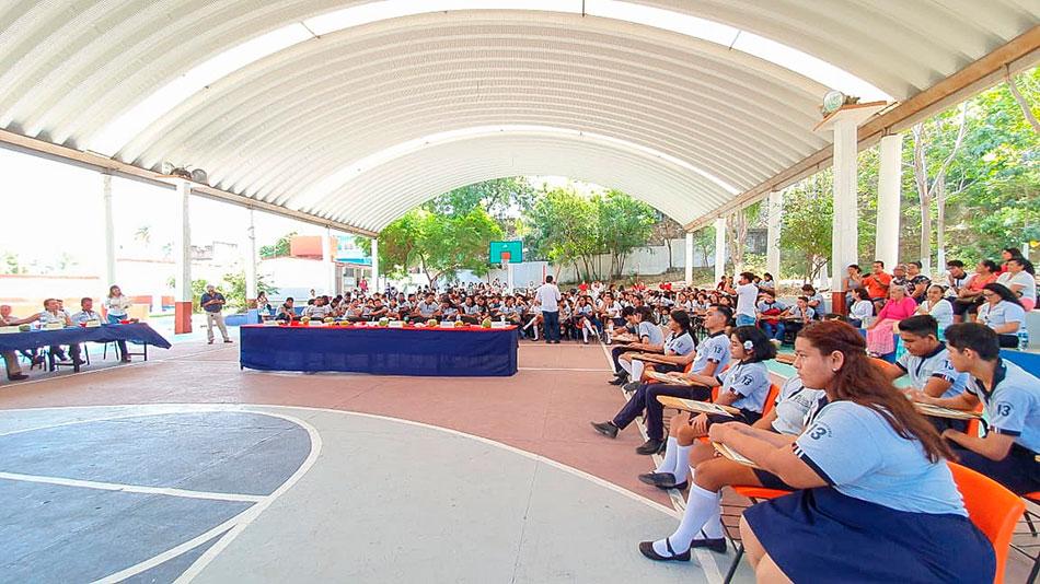 cocurso-oratoria-prepa-13-zihuatanejo_.jpg