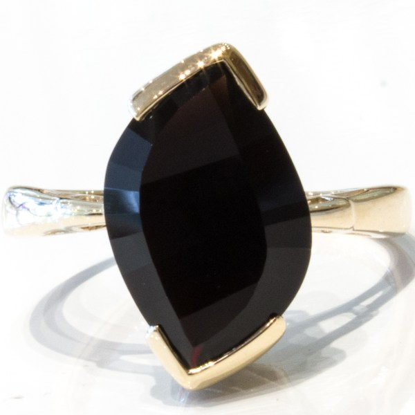 9 Ct. Yellow Gold Ring with Laser Cut Black Quartz Stone