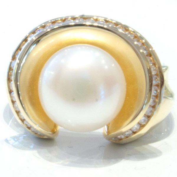 Pearl and Diamonds Handmade Ring in Gold