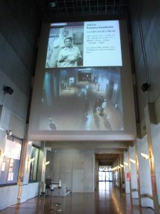 校舎1階のロビー:『舟越桂展』を東北芸術工科大学で観る