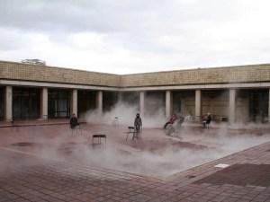 中庭でのインスタレーション?:宮城県美術館で『トリノ・エジプト展』を観る