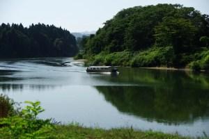 船体には第2ごてん丸とある:最上川ビューポイント/大淀と三ヶ瀬(みかのせ)
