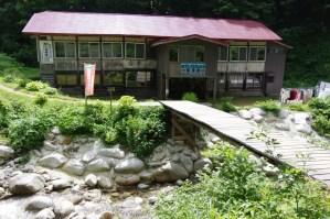 朝陽館:朝日連峰の入り口 -古寺鉱泉-