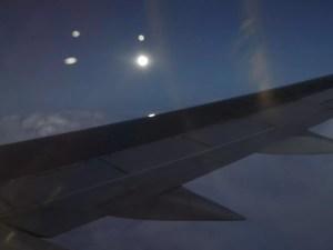 17時20分ぐらい:飛行機から見たスーパームーン