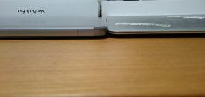 MacBook Airの薄い部分と比較