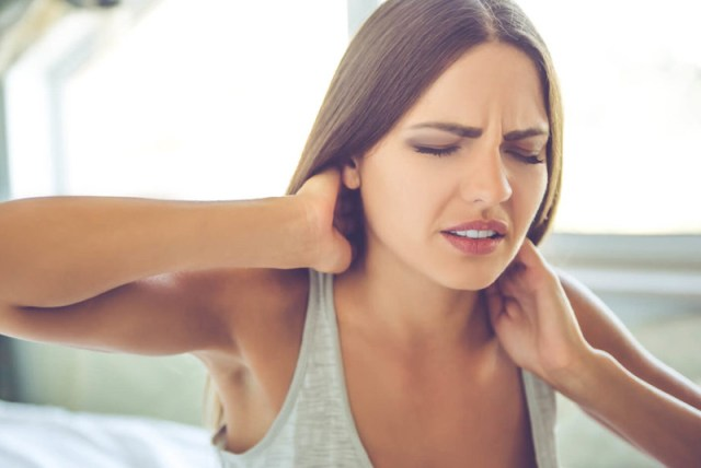 boyun agrisi nasil gecer 2 1024x684 - What are the causes of neck pain? What is neck pain?
