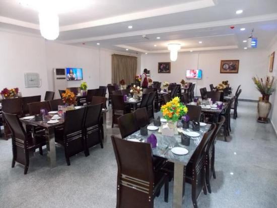 immaculate hotel restaurant