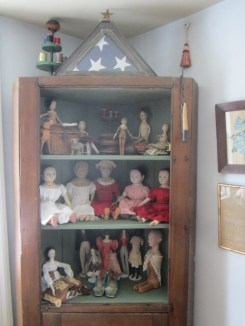All the dolls bring you glad tidings for the New Year...