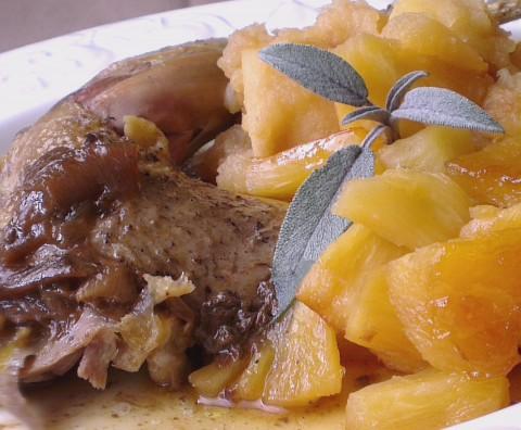 Faisan aux pommes et à l'ananas rôtis