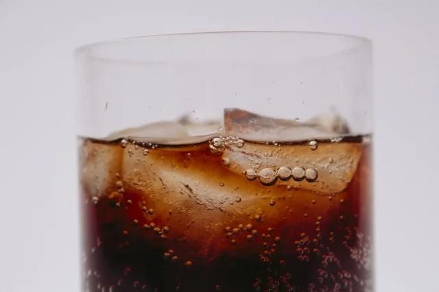 喉に悪い飲み物 : 糖分の多いジュース