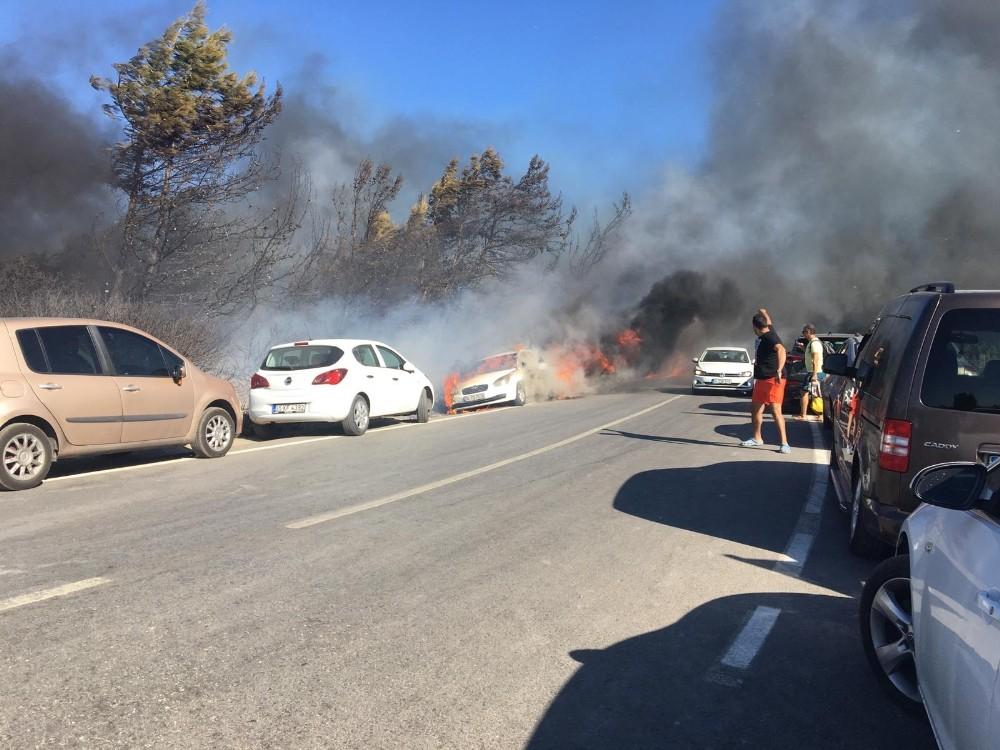 Seferihisar'daki yangın araçlara sıçradı, müdahale sürüyor