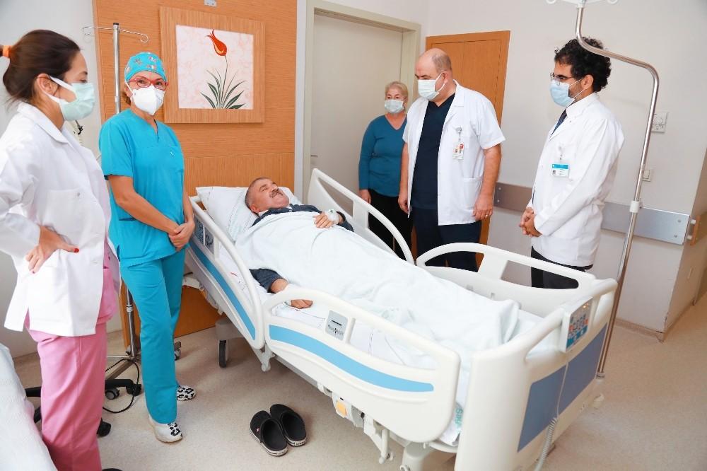 Ağız kanserli hasta 6 saatlik ameliyatla sağlığına kavuştu