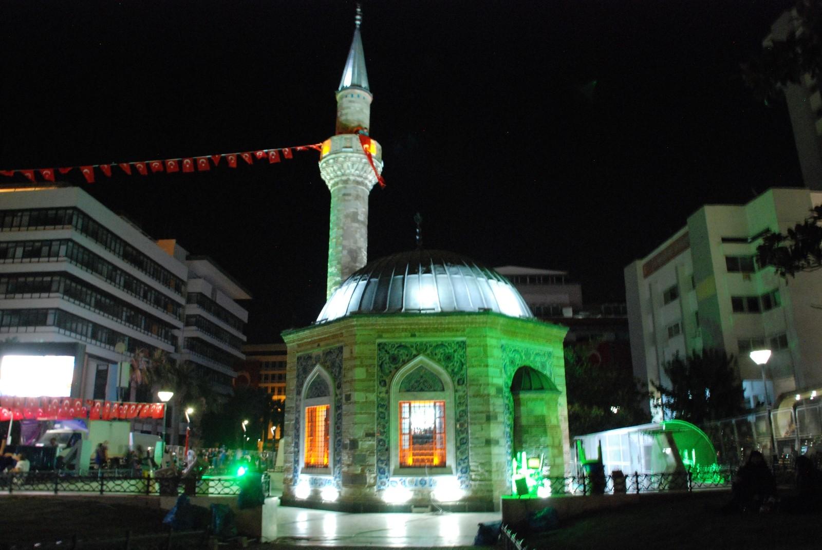 İzmir'in 15 Temmuz anması sela ile son buldu