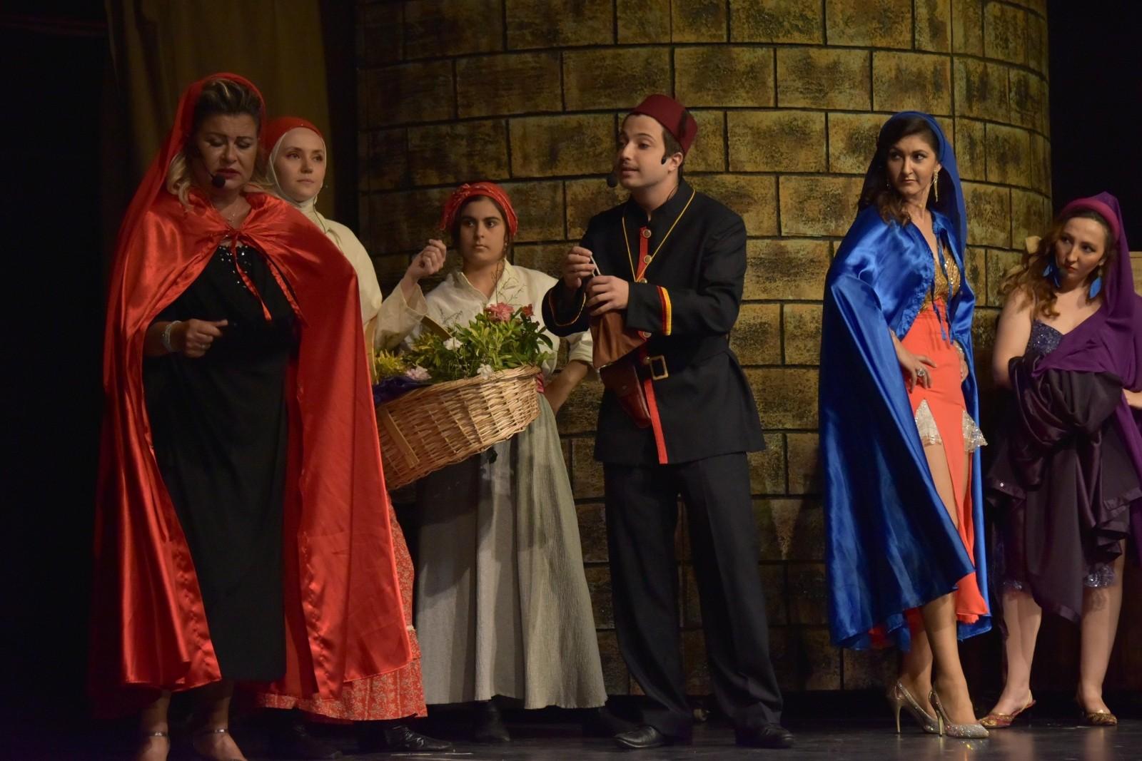 Şekerpare müzikali Aliağa'da sahnelendi