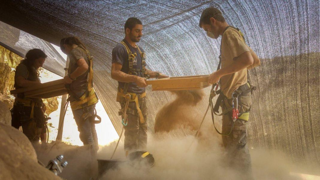 Régészeti ásatás a Judeai sivatagban - fotó: Gabi Berger