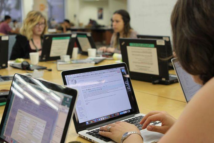 Nők számítógéppel - Fotó: Shawncalhoun / Wikipedia