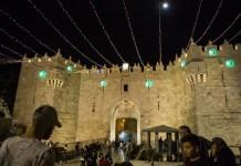 A Damaszkusz kapu ramadáni díszítése, Jeruzsálem - fotó: Gabi Berger