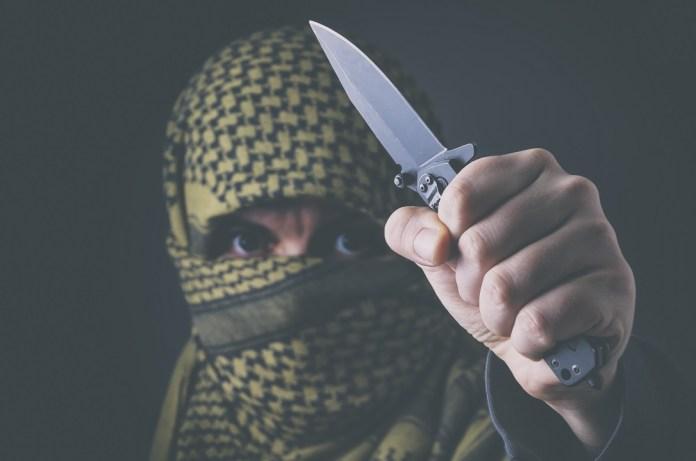 palesztin merénylő késsel