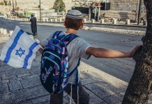 vallasos iskolas fiu kipaval izraelben