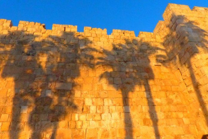 jeruzsalemi arnyekok az ovaros falan kodrucz sandor