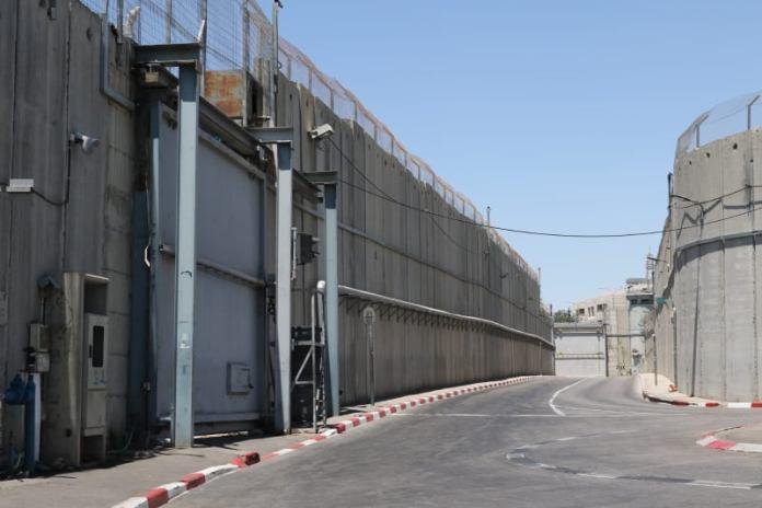 A biztonsági-elválasztó fal Jeruzsálemben - fotó: szerző