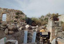 Keresztes romok Melia házai mögött - fotó: Izraelinfo