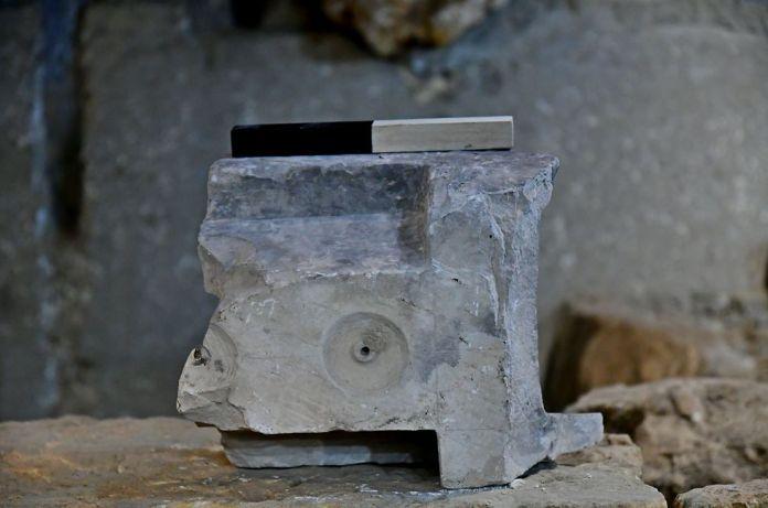 A mérőasztal alja - fotó: Ari Levy / IAA