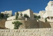 A Har Homa városnegyed néhány épülete Jeruzsálemben - fotó: Yehudit Garinkol / Wikipedia