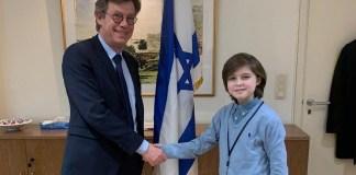 Laurent Simons mellett izraeli belga nagykövet - fotó: Izraeli Nagykövetség / Brüsszel