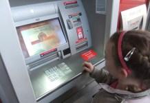 bank hapoalim bankautomata kaszpomat kislány pénz