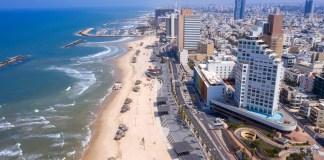 Üres sétány és tengerpart Tel-Avivban - fotó: StockStudio Aerials / Shutterstock