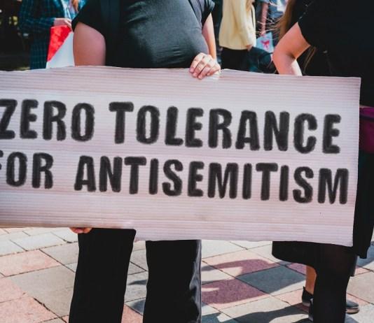 antiszemitizmus tüntetés zéró tolerancia plakát