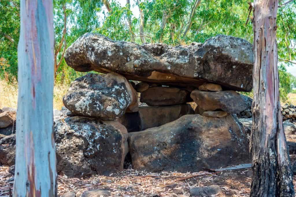 A dolmenok egy természetvédelmi rezervátumban - fotó: Yaniv Berman / Izrael Régészeti Igazgatóság