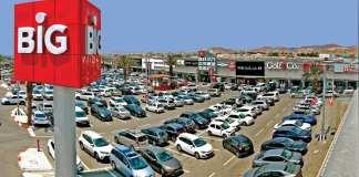 big bevasarlokozpont uzletek boltok izraelben parkolo autok