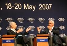 Simon Peresz és Szaeb Erekat 2007-ben - fotó: Wikipedia