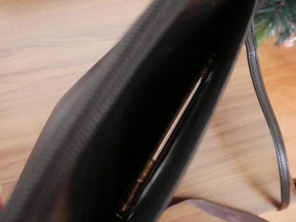 黒のショルダーバッグ