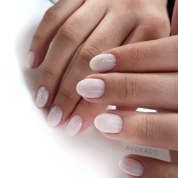 Маникюр на короткие ногти: модные нежные цвета, лунный ...