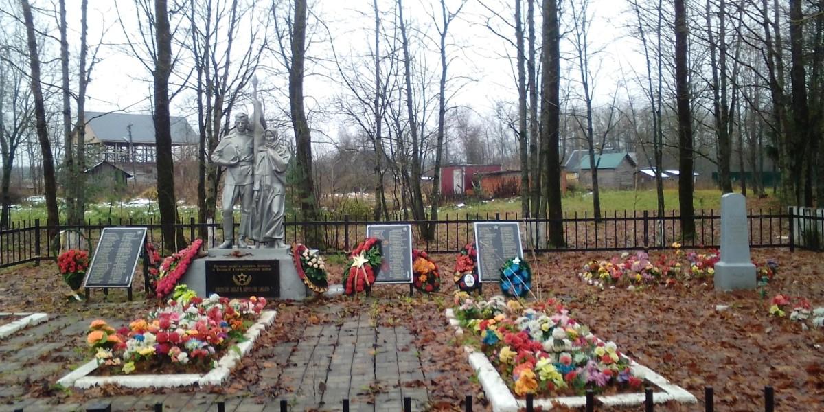 Братская могила в Ленинградской области.